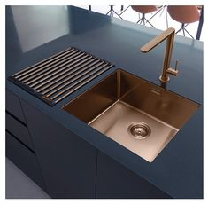 Caple, KARNS, Modern Single Lever Kitchen Tap in a copper finish. Here it is paired with the Caple MODE045 sink.   Both the sink and tap are also available in black, gunmetal and stainless steel.  Minimum bar pressure of 0.5 required.