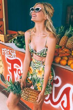 Fashion editorial beach beautiful ideas for 2019 Indie Fashion, Trendy Fashion, Fashion Trends, Fashion Show Invitation, Estilo Indie, Fashion Design Sketchbook, Tropical Fashion, Fashion Photography Poses, Casual Chic Style