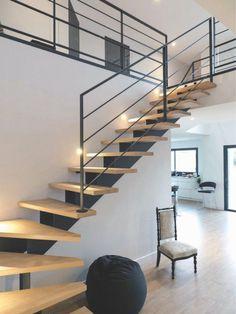 Scari interioare moderne - Traforate.ro Metal Stairs, Modern Stairs, Metal Deck, Railing Design, Staircase Design, Stair Design, Railing Ideas, Escalier Design, Building Stairs
