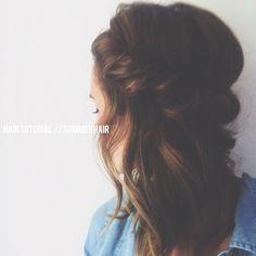 Hair Tutorial // Summer Hair // DIY // Easy loose updo // Roll hair over headband // Blog