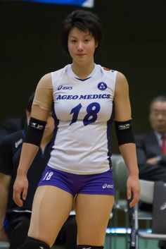 Sports Discover Shiho Yoshimura Is Officially The Hottest Athlete Of The Rio Olympics. Volleyball Poses, Female Volleyball Players, Volleyball Shorts, Volleyball Pictures, Women Volleyball, Volleyball Setter, Softball Pictures, Cheer Pictures, Beautiful Athletes