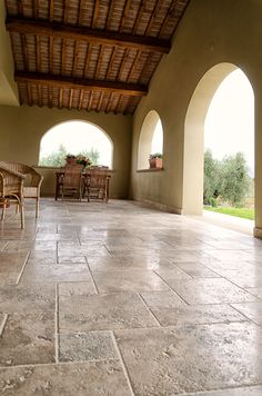 Love the element contrasts. Villa in Bolgheri: Pietre di Rapolano travertine floors.I like the alternating tile pattern. Interesting to the eye Patio Tiles, Outdoor Tiles, Concrete Patio, Outdoor Decor, Outdoor Areas, Indoor Outdoor, Travertine Floors, Stone Flooring, Porch Flooring