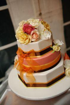 Very unique wedding cake by Decadent Details. ᘡղbᘠ