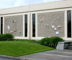 The wall of a Silicon Valley office building takes inspiration from the Japanese rock garden.