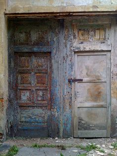 love this blue door with brown and rust!!!!!
