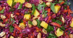 Rode koolsalade met mango en kruiden