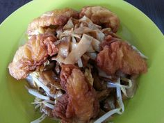 fried flat noodles with fried fish fillets