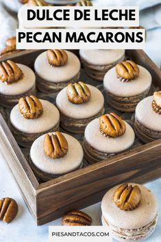 Dulce de Leche Pecan Macarons - Pies and Tacos Macaron Filling, Macaron Flavors, Macaron Recipe, Macarons, Macaron Cookies, Pan Dulce, Oatmeal Raisin Cookies, Chocolate Chip Cookies, Sin Gluten