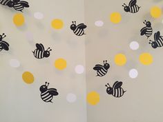 Mommy to Bee Bumble Bee Baby Shower Decorations Bumble Bee Birthday Party Decoration Bee Paper Garland Bumble Bee Nursery Room Decoration