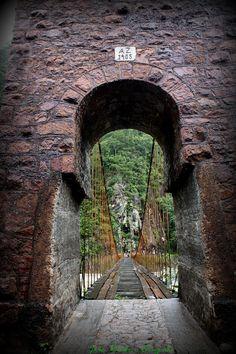 Portal ingreso a puente colgante Quimiri en La Merced provincia de Chanchamayo en Junín.