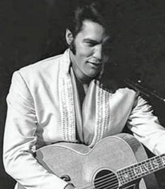 Elvis Presley Army, Elvis Presley Photos, You're Hot, Prince And Princess, Graceland, Granny Squares, 50 Shades, Favorite Things, Universe