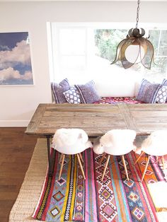 Table, chairs, rug