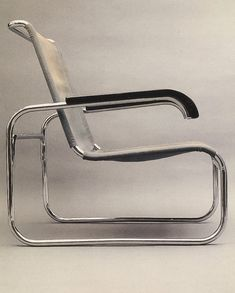 Marcel Breuer's chair reflects the universal appeal movement through its lack of 'decoration' and timeless appeal. Vintage Furniture Design, Art Furniture, Bauhaus, Wassily Chair, Organic Architecture, Pavilion Architecture, Residential Architecture, Contemporary Architecture, Marcel Breuer