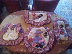 A la venta juegos de baño Bathroom Sets, Sewing Patterns, Game, Hand Crafts, Navidad, Bathroom Ensembles, Stitching Patterns, Factory Design Pattern, Patron De Couture