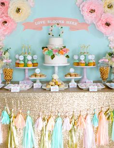 Birthday Party Cake Table Ideas - Share this image!Save these birthday party cake table ideas for later by share this imag Birthday Table Decorations, Diy Wedding Decorations, Decoration Table, Tablecloth Decorations, Cake Table Birthday, Wedding Desserts, Wedding Cakes, Baby Shower Candy Table, Fete Emma