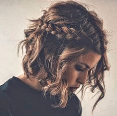 Do you like your wavy hair and do not change it for anything? But it's not always easy to put your curls in value … Need some hairstyle ideas to magnify your wavy hair? Short Braids, Short Wedding Hair, Braids For Short Hair, Wavy Hair, Curls Hair, Wavy Curls, Hair Updo, Loose Curls, Short Prom