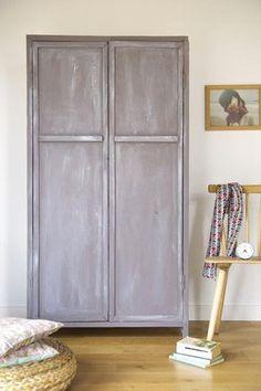 Vieille armoire relooké avec un effet patine couleur blanc de Libéron Shabby Vintage, Home Staging, Furniture Makeover, Sweet Home, Projects To Try, Interior Design, Cool Stuff, Fashion Design, Inspiration