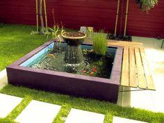 Gartenteich mit Brunnen und Goldfischen