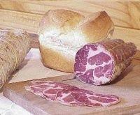 Bondiola de cerdo casera Charcuterie, Chorizo Sausage, How To Make Sausage, Smoking Meat, Barbacoa, Sausage Recipes, Desert Recipes, Sauce, Tapas