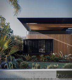 Australia´s beautiful Gold Coast has become known for its incredible array of architecture, with an eclectic collection of one-of-a-kind homes that dot the incredible coastline. Cove House by Justin Humphrey Architect, is a robust yet elegant new res Architecture Awards, Modern Architecture House, Facade Architecture, Sustainable Architecture, Modern Buildings, Facade Design, Exterior Design, House Design, Modern Architects