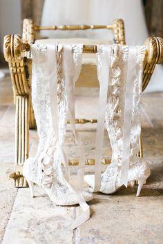 Florida Bride Kathleen chose to wear House of Elliot 'Goodnight Sweetheart' handmade wedding boots in ivory. #weddingboots #houseofelliot Photo by @shea