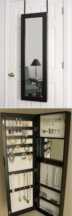 Pias Ryddige Hjørne - Hanging mirror and jwelery storage.