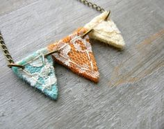 Bunting necklace inspiration. DIY: Chain, jumprings, felt, lace & some stitching