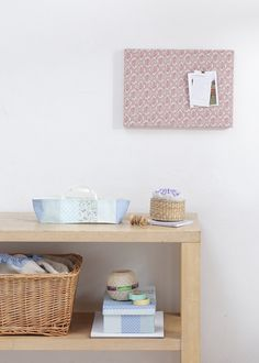 こまごました雑貨どを収納するアイテムをお気に入りの布で手作りすれば、すっきり片付く上にインテリアのアクセントにも!/布で楽しむおうち収納雑貨(「はんど&はあと」2012年3月号)