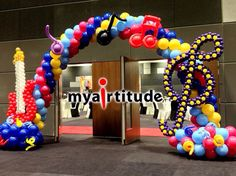 Источник интернет Balloon Arrangements, Balloon Decorations, Balloon Columns, Balloon Arch, 50s Sock Hop, Rock Star Party, Rock N Roll, Info Board, Sculpture