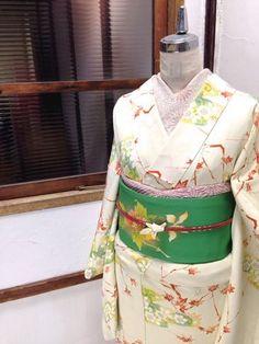 Komon w/Nagoya obi. komon: an all over repeat pattern, townwear/everyday kimono. Japanese Geisha, Japanese Kimono, Kimono Fabric, Yukata, Hanfu, Traditional Dresses, Asian Fashion, Branches, Nagoya