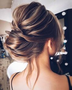 The best hairstyles | Messy Bridal updo | fabmood.com #weddinghair #harido #messyupdo #messyweddingupdo #upstyle #besthairstyle #hairstyle #hairstyleideas