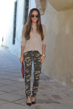 I am typically super-hyper opposed to camo. But I think she looks really adorable and casual En tu armario me colé