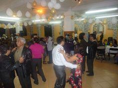 Unidos en comunidad festejando al Pbro. Gerardo Maya.