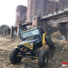 Check out this badass Jeep flexing its booty. #yj #jeep #jeeps #wrangler #flexy #love #JEEPFLOW