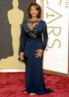 Alfre Woodard: 2014 Oscars The star stormed the red carpet in a Badgley Mischka gown and Martin Katz jewels.  Photo by Jason Merritt/Getty Images   Read more: http://www.usmagazine.com/celebrity-style/pictures/oscars-2014-red-carpet-photos-what-the-stars-wore-201423/36311#ixzz2uugnFfo7  Follow us: @Us Weekly on Twitter | usweekly on Facebook