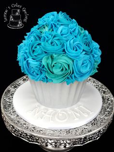 Gaint Cupcake:  A birthday cake that's fun and elegant: This is a red velvet giant cupcake in aqua, silver and white for Naomi's birthday celebration. www.facebook.com/cakesbyleannerhodes Ladybug Cupcakes, Snowman Cupcakes, Giant Cupcakes, Cupcake In A Cup, Rose Cupcake, Cupcake Cakes, Cup Cakes, Picnic Foods, Picnic Recipes