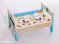 Bed and breakfast - Frühstückstablett aus einem alten Puppenbett Bed & Breakfast, Toy Chest, Storage Chest, Toddler Bed, Cabinet, Toys, Furniture, Home Decor, Upcycled Crafts