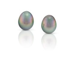 Drop Shape Tahitian peacock pearls from the Daniel Moesker Pearl Collection