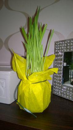 Diy: Pilttipurkin uusiokäyttö (pääsiäisruoho kasvamaan pilttipurkkiin, keltainen silkkipaperi kiedo päälle ja kaunis naru lähelle suuaukkoa. Happy Easter, Happy Easter Day