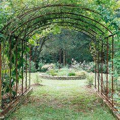 Арка над воротами, летняя столовая, туннель над дорожкой, парадный вход в сад и под для пышной зелени