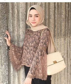 Love these sleeves Kebaya Modern Hijab, Kebaya Hijab, Kebaya Brokat, Kebaya Muslim, Batik Fashion, Abaya Fashion, Modest Fashion, Fashion Outfits, Kebaya Lace