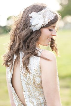 Wedding accessories. Vintage inspired hair piece. Image by Dominique Bader