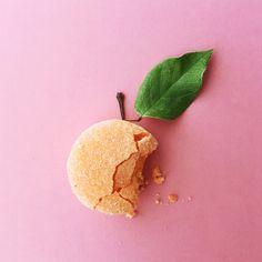 fuzzy peach macarons by Jenna Rae Cakes