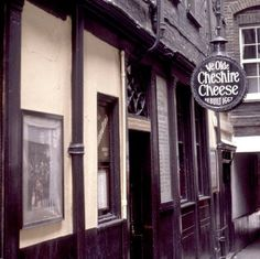 A pub where #Dickens and Thackeray once sipped beer you ask? Ye Olde Cheshire Cheese in #London!