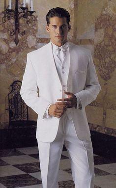 La saison des mariages approche... Le blanc vous va si bien :) Retrouvez tous les meilleurs #prix via #iGraal ! With blue tie and vest