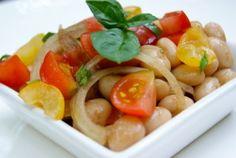 Une petite salade composé, toute simple et délicieuse. Ingrédients pour 2 personnes 200g de coco de Paimpol 150g de tomates cerises 1 oignon doux 1 bouquet de basilic 3 cuill. à soupe d'huile d'olive 1/2 cuill. à soupe de vinaigre balsamique fleur de...