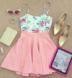 Love this pastel outfit, super cute floral pattern and light pink skirt!