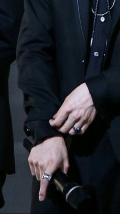 just by a little bit if this outfit i can tell its the iconic one and shit now seeing it with hands someone call ambulance Min Yoongi Bts, Min Suga, Namjoon, Hand Veins, Hand Pictures, Bts Bangtan Boy, In This World, Woozi, Asmr