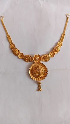 Gold Jewellery Design, Gold Jewelry, Jewelery, Gold Pendant, Pendant Jewelry, Real Gold Bracelet, Lehenga Hairstyles, Initial Necklace Gold, Gold Choker