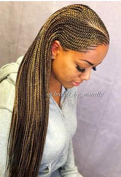 All styles of box braids to sublimate her hair afro On long box braids, everything is allowed! For fans of all kinds of buns, Afro braids in XXL bun bun work as well as the low glamorous bun Zoe Kravitz. Box Braids Hairstyles, My Hairstyle, Girl Hairstyles, Summer Hairstyles, South African Hairstyles Braids, Corn Row Hairstyles, Cornrolls Hairstyles Braids, African Hair Braiding, Braided Hairstyles For Black Hair
